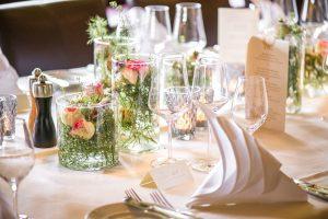 Tischgedeck im Hotel Die Halde | Sektempfang | Hochzeitsfeier