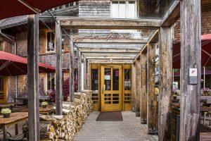 Hotel Die Halde   Hölzerner Eingang