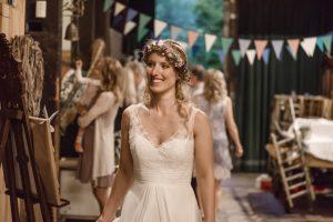 Boho-Braut bei Hochzeitsfeier