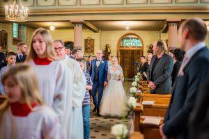 Brautpaar zum Altar